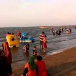 WISATA JATENG : Libur Panjang, Pantai Karang Jahe Dibanjiri Wisatawan