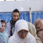 KABAR DUKA : Sophia Latjuba Ikut Salat Jenazah Ayah Ariel
