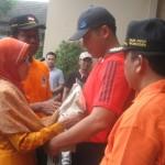 KISAH UNIK : Sang Putra Jadi Bupati, Sukarmi Jalan Kaki 9,8 Kilometer demi Penuhi Janji