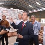 AGENDA PRESIDEN : Mendadak Inspeksi, Jokowi Tunjukkan Buruknya Kinerja Gudang Bulog Karanganyar