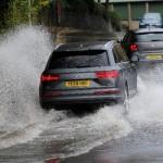 Bahaya Mobil Melewati Banjir, Jangan Asal Terobos!