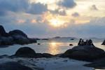 Pemandangan matahari tenggelam di Tanjung Tinggi, Belitung (Gilang Jiwana/JIBI/Harian Jogja)