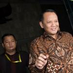 Nurhadi Abdurrachman saat masih berstatus Sekjen Mahkamah Agung (MA) (kanan) berjalan seusai diperiksa KPK di Gedung KPK, Jakarta, Selasa (24/5/2016). Nurhadi diperiksa sekitar 8 jam sebagai saksi untuk tersangka Dody Ariyanto Supeno dalam kasus dugaan suap terkait pengajuan Peninjauan Kembali (PK) di Pengadilan Negeri (PN) Jakarta Pusat. (JIBI/Solopos/Antara/Rosa Panggabean)