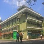 Santri berjalan menuju asrama di kompleks Pondok Modern Darussalam Gontor Pusat, Mlarak, Ponorogo, Rabu (18/5/2016). (Abdul Jalil/JIBI/Madiunpos.com)