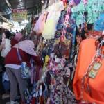 LEBARAN 2016 : Pedagang Garmen di Pasar Klewer Mulai Kebanjiran Pesanan