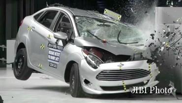Ilustrasi mobil bekas kecelakaan. (Aseancap.org)