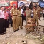 PASAR JOHAR TERBAKAR : Jalan di Penampungan Pedagang Pasar Johar Rusak, Gubernur Ganjar Marah