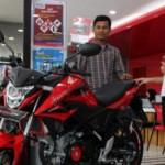 PENJUALAN KENDARAAN BERMOTOR : All New Honda CB150R SteetFire Menangkan Segmen Motor Sport