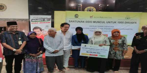 AKSI SOSIAL : Sido Muncul Beri Santunan 1000 Kaum Dhuafa