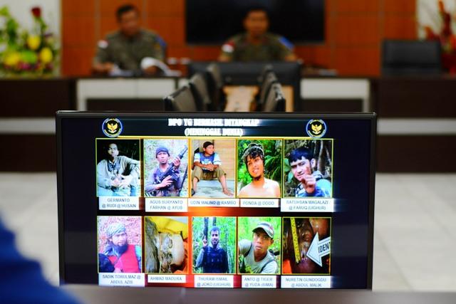 TERORISME DI INDONESIA : Kontak di Poso, Satgas Tinombala Tembak 1 Anak Buah Santoso