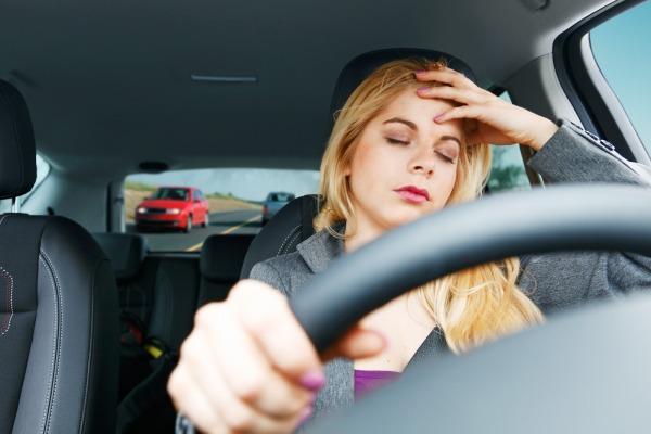 Pengen Bisa Menyetir Mobil? Stop Belajar Sama Suami!