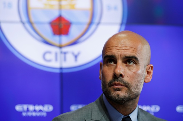 LIGA INGGRIS : City Sedang Jeblok, Guardiola Tak Akan Ubah Gaya Main