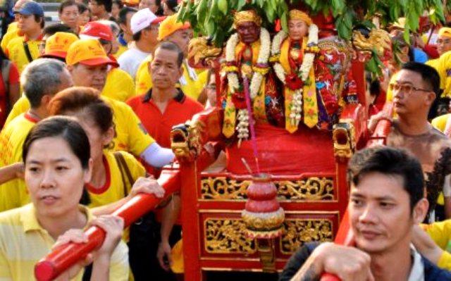 FOTO WISATA SEMARANG : Meriahnya Kirab Peringatan Kedatangan Cheng Ho