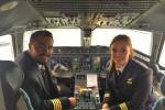 KISAH INSPIRATIF : So Sweet, Kedua Pilot Ini Merupakan Pasangan Suami Istri