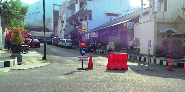 Ruas Jl. Pelem II dan Jl. Cipto, Wonogiri, ditutup selama masa arus lalu lintas lebaran. Jalan tersebut akan digunakan untuk mengalihkan area parkir di Jl. Jenderal Sudirman. Foto diambil Sabtu (2/7/2016). (Bayu Jatmiko Adi/JIBI/Solopos)