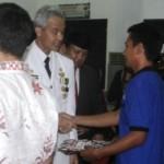 FOTO HUT RI : Gubernur Jateng Serahkan Surat Remisi