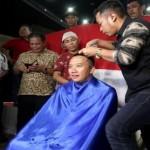 OLIMPIADE 2016 : Owi/Butet Raih Emas, Menpora Penuhi Nazar Cukur Rambut
