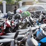 PERPARKIRAN KARANGANYAR : Dituding Langgar Tarif Parkir, Pengelola Kolam Renang Intanpari: Itu Fitnah!