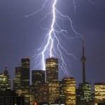 Main Ponsel saat Hujan Bisa Tersambar Petir, Mitos atau Fakta?