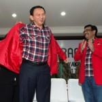 PILKADA JAKARTA : Diberi Jas Merah Mega, Ahok: Saya Bukan Kader PDIP Loh!