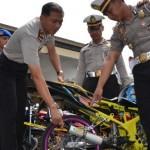 RAZIA POLISI : Razia Balap Liar, 45 Sepeda Motor Ditilang