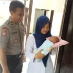PEMBUANGAN BAYI SOLO : Ketuk Pintu, Perempuan Tak Dikenal Serahkan Bayi ke Warga Kratonan