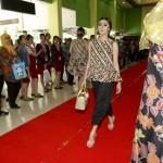 HARI BATIK : The Sunan Hotel Fashion Show di Bandara Solo