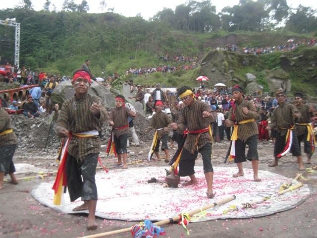 HARI SUMPAH PEMUDA : Gora Swara Nusantara Serukan Ajakan Menjaga Merapi