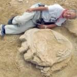 Jejak Kaki Dinosaurus Terbesar Ditemukan di Mongolia