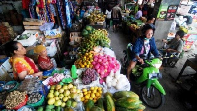 FOTO PASAR TRADISIONAL : Motor Bisa Masuk Pasar di Semarang