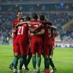 Para pemain Portugal merayakan gol. (REUTERS/Rafael Marchante)