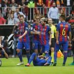 VALENCIA VS BARCELONA : Insiden Lempar Botol Hingga Kuaci
