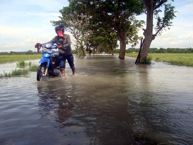 BANJIR SRAGEN : Hujan 10 Jam, Jalan Masaran-Plupuh Lumpuh