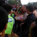 Jokowi Bagikan Buku Tulis, Jalan Solo-Sragen Macet