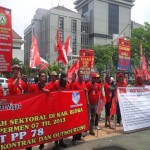 UMP 2017 : Kaum Buruh Anggap UMP Jateng Tak Pas