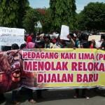 DEMO PONOROGO : Kukuh Tolak Relokasi, Ratusan PKL Berunjuk Rasa Lagi di DPRD