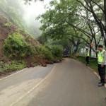 LONGSOR TRENGGALEK : Tebing Longsor, Jalan Trenggalek-Ponorogo Sempat Putus