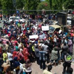 DEMO PONOROGO : DPRD: PKL Takkan Direlokasi Hingga Ada Kesepakatan