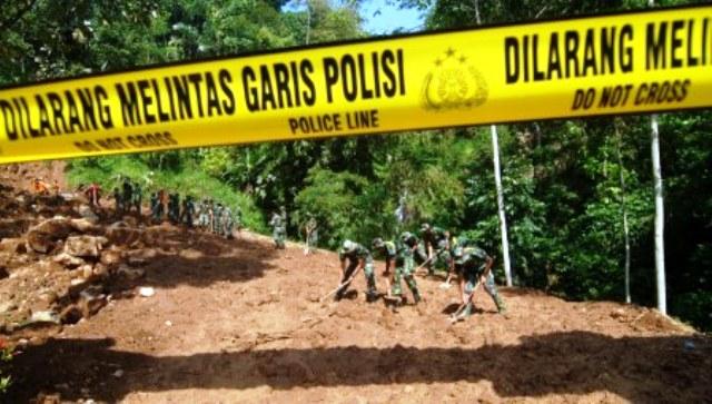 FOTO BENCANA JATENG : Begini Longsor di Banyubiru Semarang