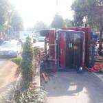 KECELAKAAN SRAGEN : Truk Bermuatan Kayu Terguling di Pertigaan Gambiran, Jalan Macet 1 Km