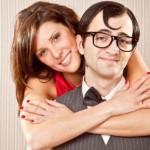 HASIL PENELITIAN : Mengapa Wanita Cantik Memilih Pria Kurang Tampan sebagai Pasangan?