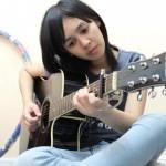 Nyanyi Lagu Indonesia, Suara Youtuber Cantik Thailand Ini Bikin Hati Adem