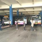 Suasana keberangkatan penumpang bus Antar Kota Dalam Provinsi (AKDP) di Terminal Tirtonadi Solo, (Solopos/dok)