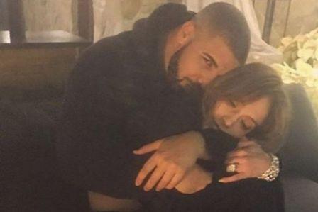 Pamer Foto Mesra, J.Lo dan Drake Pacaran?