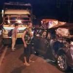 KECELAKAAN KENDAL : Rem Diduga Blong, Truk Seruduk Minibus di Perbatasan Kendal