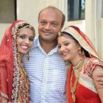 KISAH INSPIRATIF : Berhati Emas, Pria Ini Biayai Pernikahan 700 Gadis Yatim Piatu