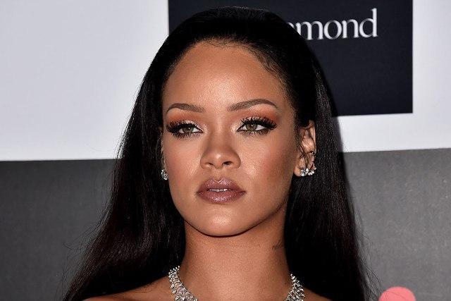 Gara-Gara Drake, Persahabatan Rihanna dan J.Lo Memanas?