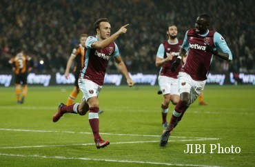 Pemain West Ham United merayakan gol. (Reuters / Matthew Childs)