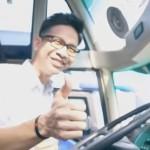 """Tak Mau Tunggu di Pinggir Jalan, Pria Ini Bikin """"Om Telolet Om"""" Gereget"""