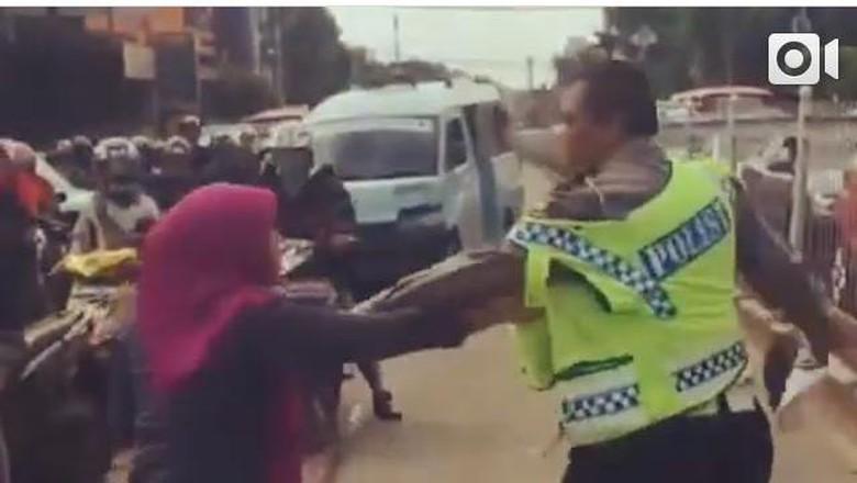 Polantas yang Dicakar Dora Dihadiahi Dubes Saudi Haji Gratis